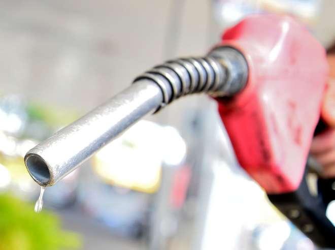 A gasolina vendida no posto pode ter sido produzida de maneiras diferentes ou importada - LUIZ SETTI / ARQUIVO JCS (15/7/2016)