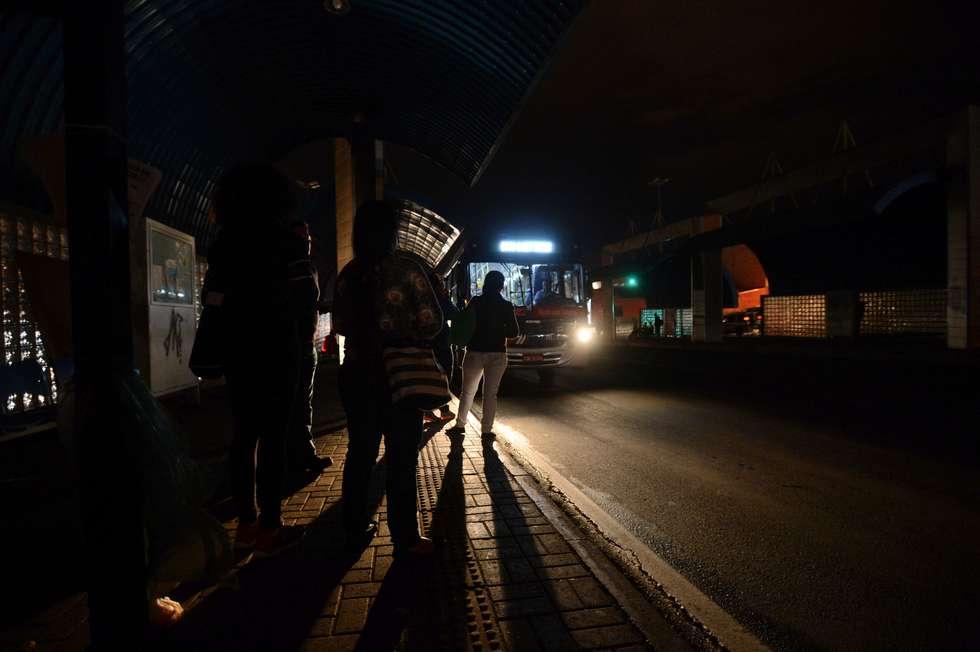 Moradores convivem com o medo em pontos de escuridão