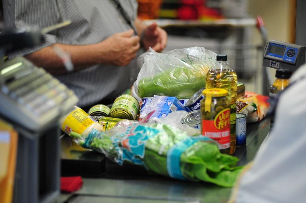 Puxada por alimentos e bebidas, inflação sobe 0,32% em janeiro