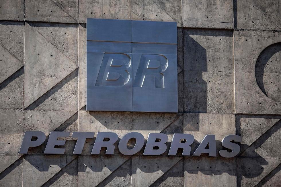 Petrobras reduz produção e posterga parte de salários