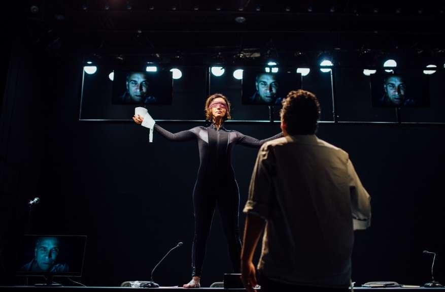 'Justa', da Companhia Odeon, discute ética e corrupção no Sesc