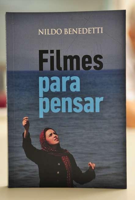 Escritor lança livro sobre filmes