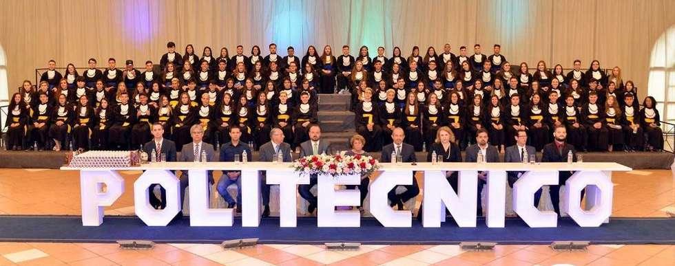 Mais 157 alunos formados