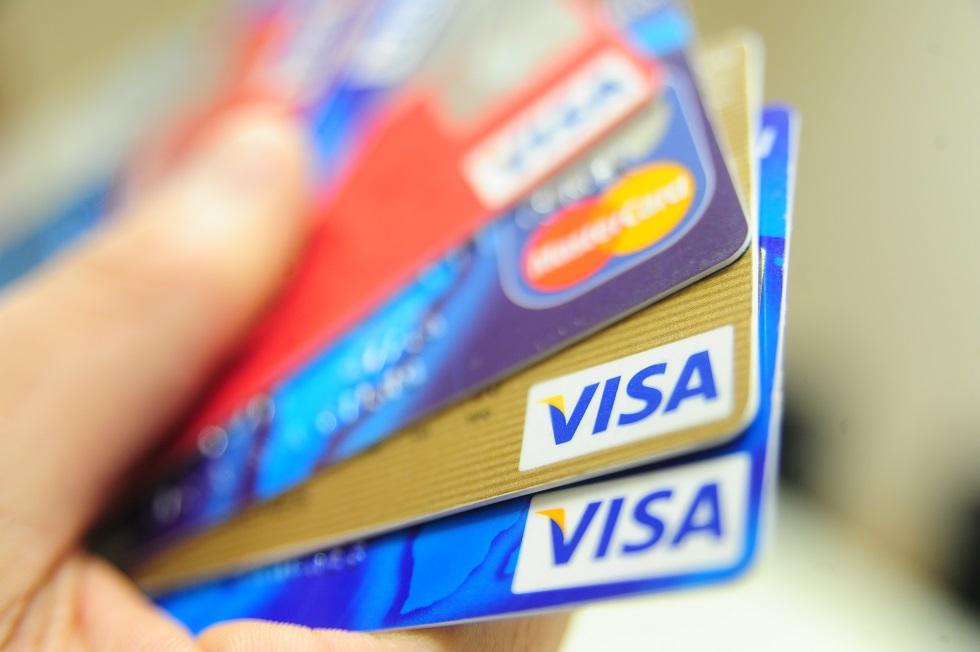 Juros do cheque especial e do cartão de crédito sobem em fevereiro