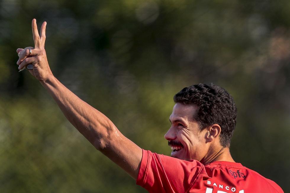 O meia Hernanes está de volta ao São Paulo.
