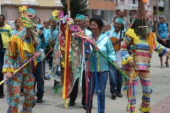 Grupo Folia de Reis fará apresentação domingo na praça Cel. Fernando Prestes