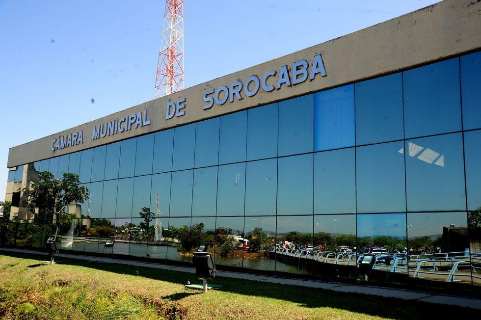 Câmara aprova nova secretaria e cria cargo com salário de R$ 19 mil
