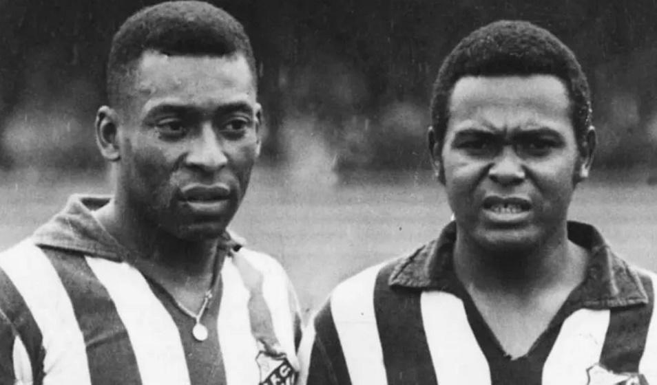 Companheiro de Pelé no ataque do Santos, Coutinho morre aos 75 anos