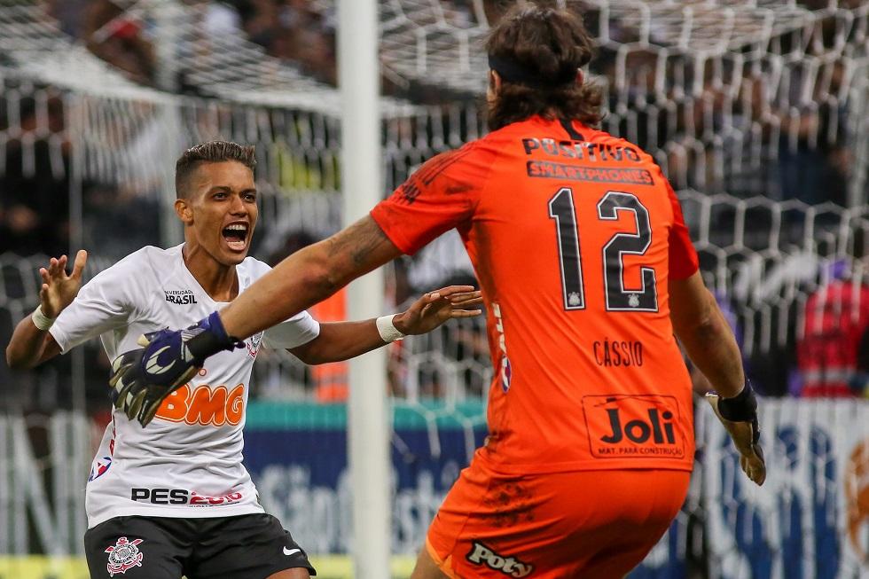 Corinthians vence Ferroviária nos pênaltis e encara o Santos na semi