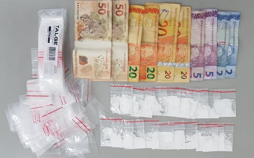 Homem é preso por tráfico de drogas e receptação de veículo no Júlio de Mesquita