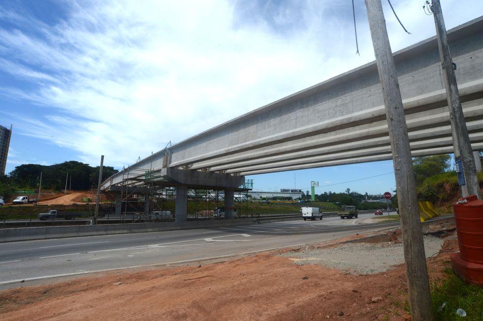 Novo viaduto tem a inauguração adiada