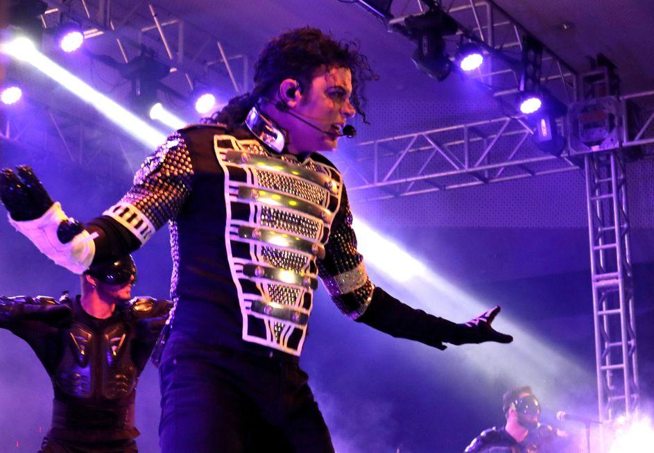 Rodrigo Teaser volta à cidade com 'Tributo ao rei do pop'