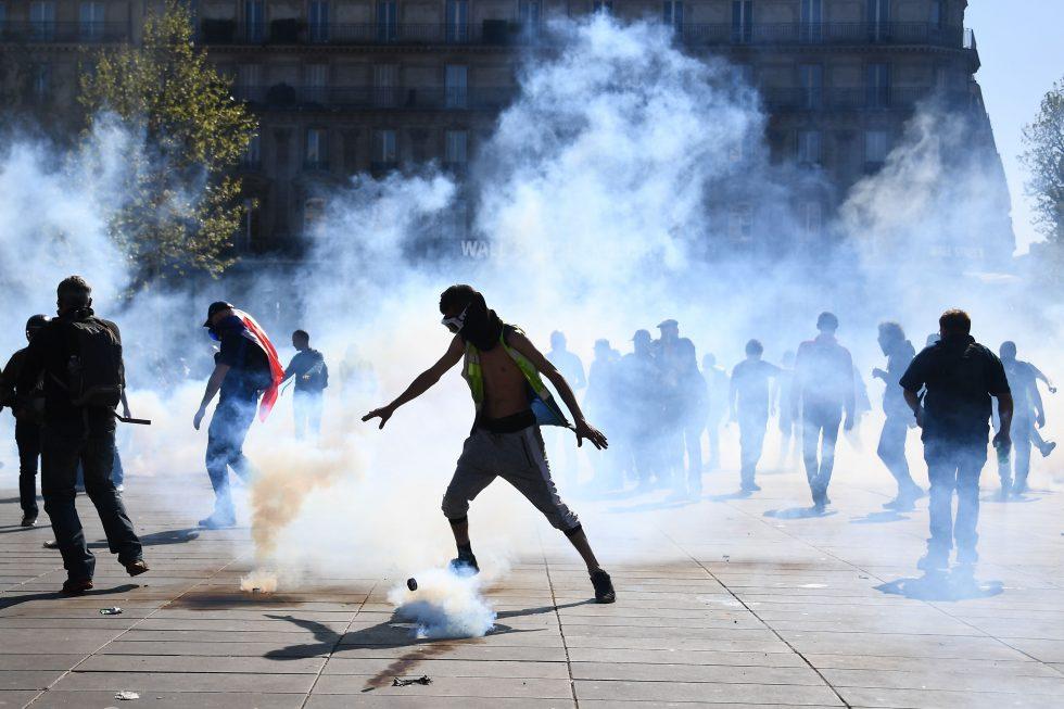 Coletes amarelos fazem mais um protesto em Paris e vários são detidos
