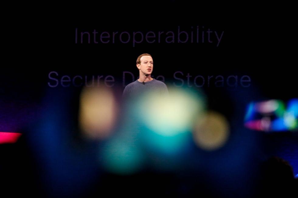 A rede social foi muito criticada por ter demorado a interromper a transmissão do vídeo: as imagens se propagaram rapidamente pela internet.