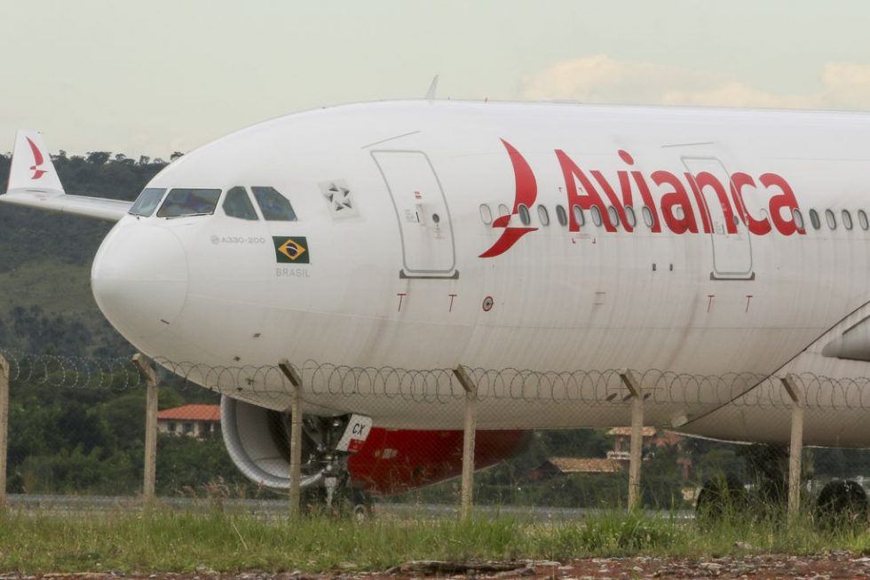 Funcionários da Avianca Brasil param em SP e RJ e voos são cancelados