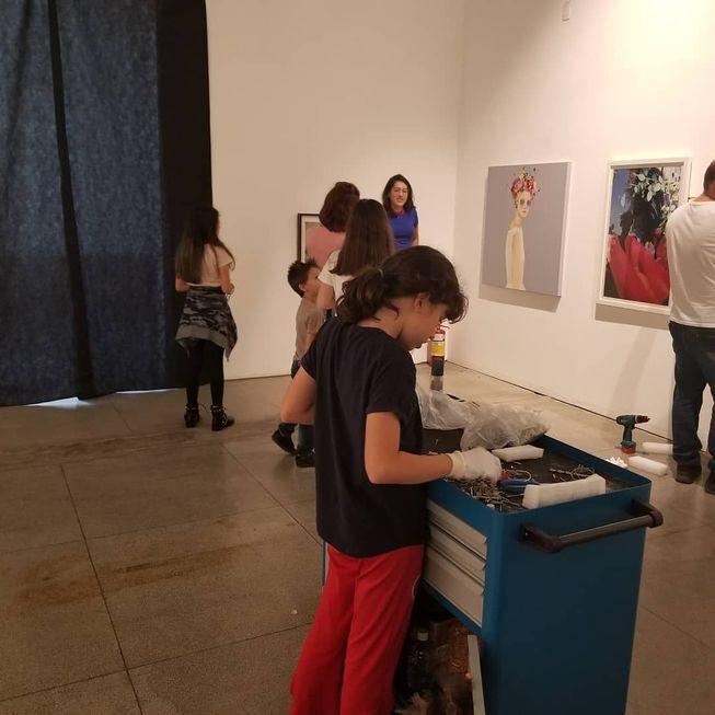 Crianças são curadoras de exposição no Museu de Arte Contemporânea