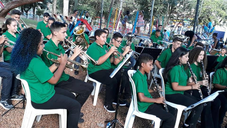 """CEU das Artes, recebe nesta sexta-feira (7), às 14h, o concerto """"A Música e Seus Ilustres"""", com a Banda de Cananéia"""