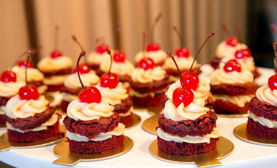 Evento reúne mais de 250 tipos de doces produzidos por 50 doceiros artesanais e fábricas da cidade
