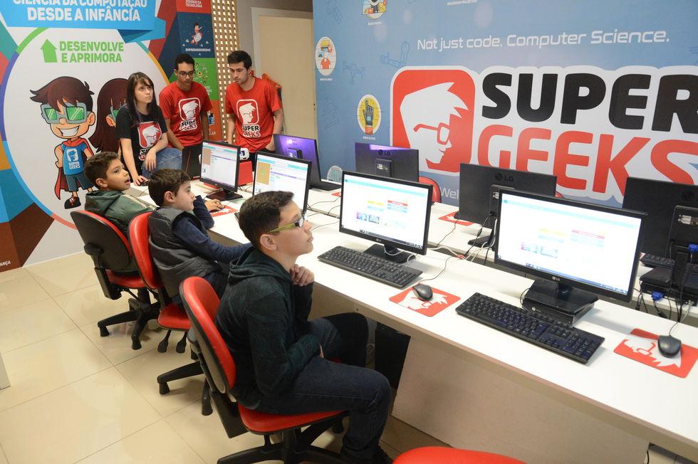 Uma aula de tecnologia, games e robótica