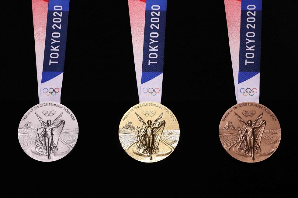 Medalhas de ouro, prata e bronze dos Jogos Olímpicos de Tóquio-2020, que foram apresentadas em julho. Crédito da foto: AFP