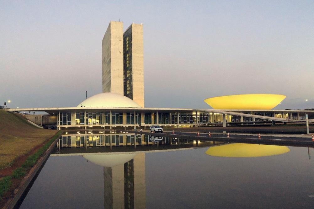 Fachada do Congresso Nacional, sede das duas Casas do Poder Legislativo brasileiro.
