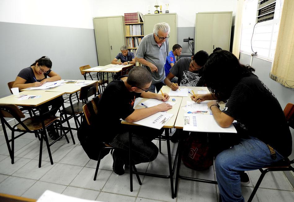Entidade procura professores voluntários para cursos gratuitos