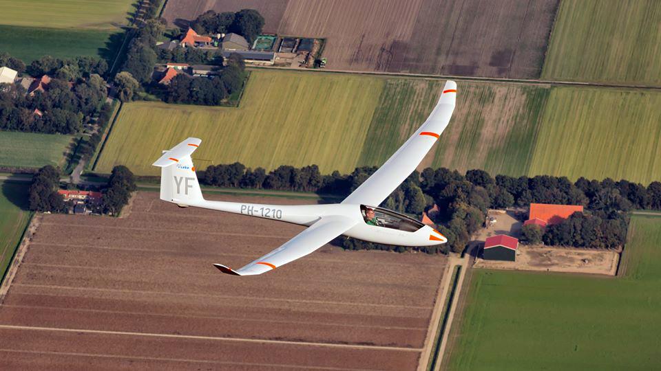 Programa tem voos panorâmicos de planador, aeromodelismo e saltos duplos de paraquedas