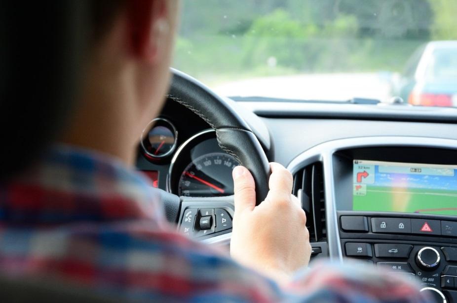Detran dá dicas sobre postura para dirigir
