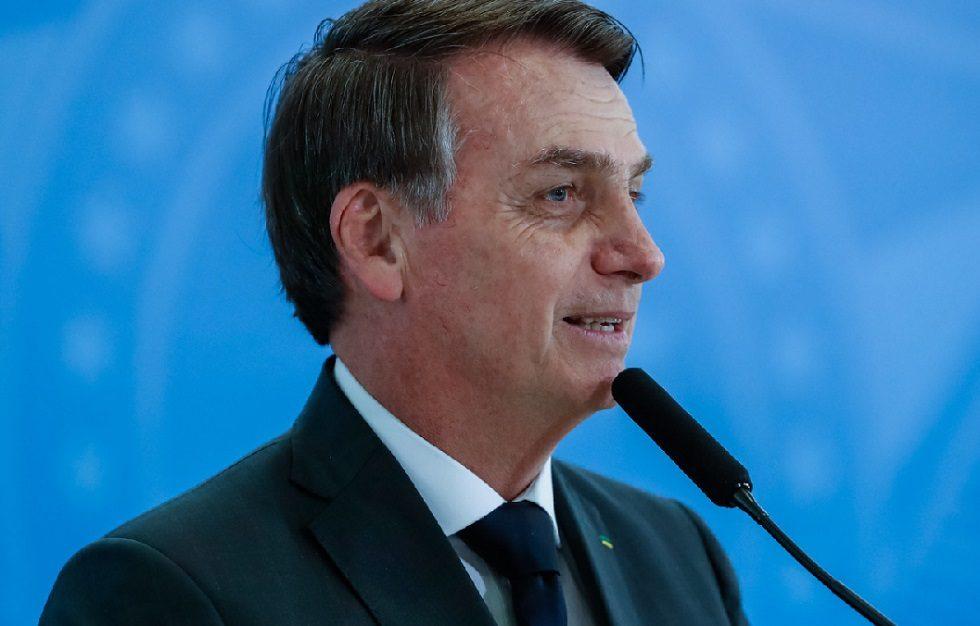 Bolsonaro quer manter vinculação entre salário mínimo e aposentadorias