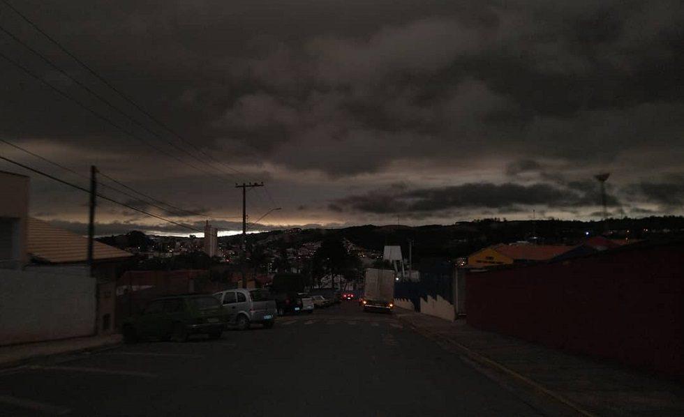 Nuvem escurece a tarde das 27 cidades da Região Metropolitana de Sorocaba