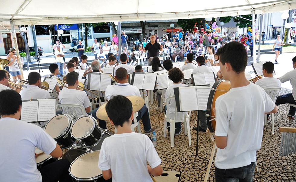 Banda Lira inaugura o programa Concerto nas feiras, em Itu, neste domingo (29)