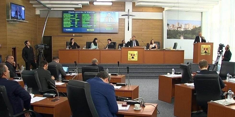 Votação dos vetos do ex-prefeito José Crespo ocorreu nesta terça-feira (3)