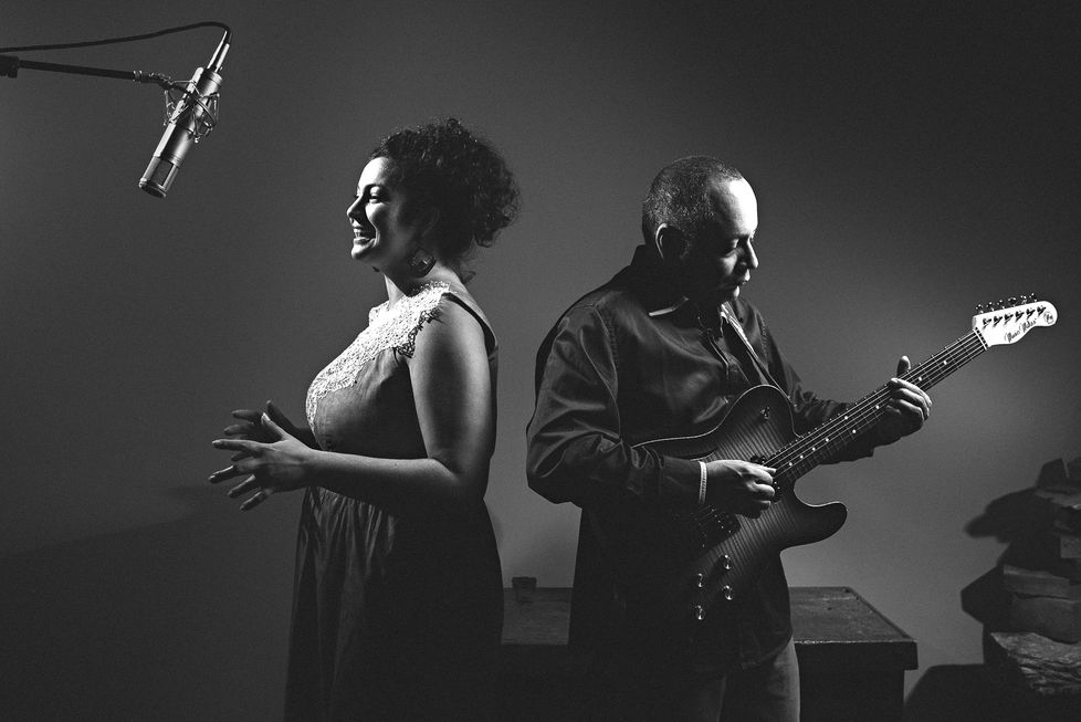 Duo reinventa o tradicional voz e violão