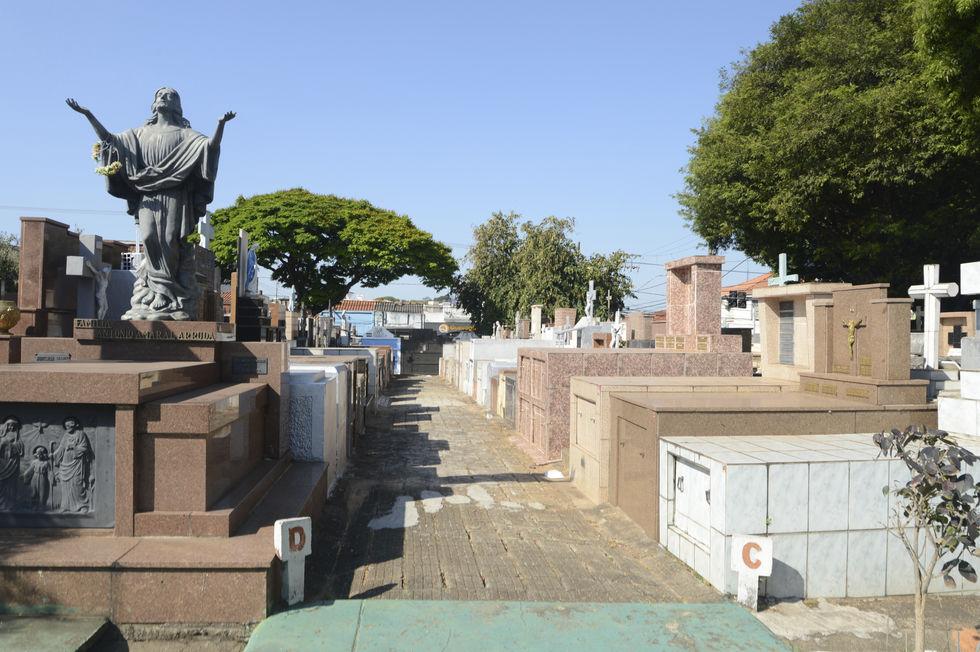 Sepulturas de cemitérios de Sorocaba são alvos de furtos