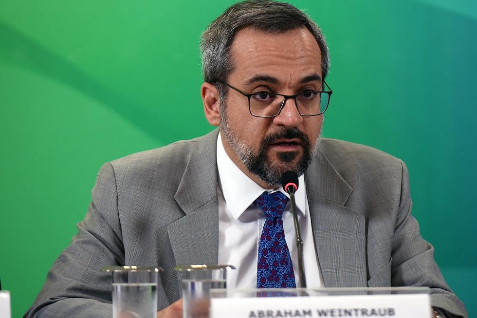 MEC demite secretário que cuidava de autorização de faculdades privadas