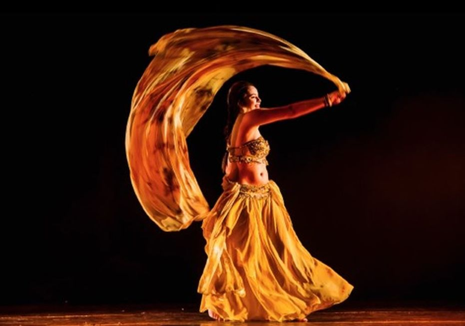 Show de danças árabes apoia a campanha Outubro Rosa