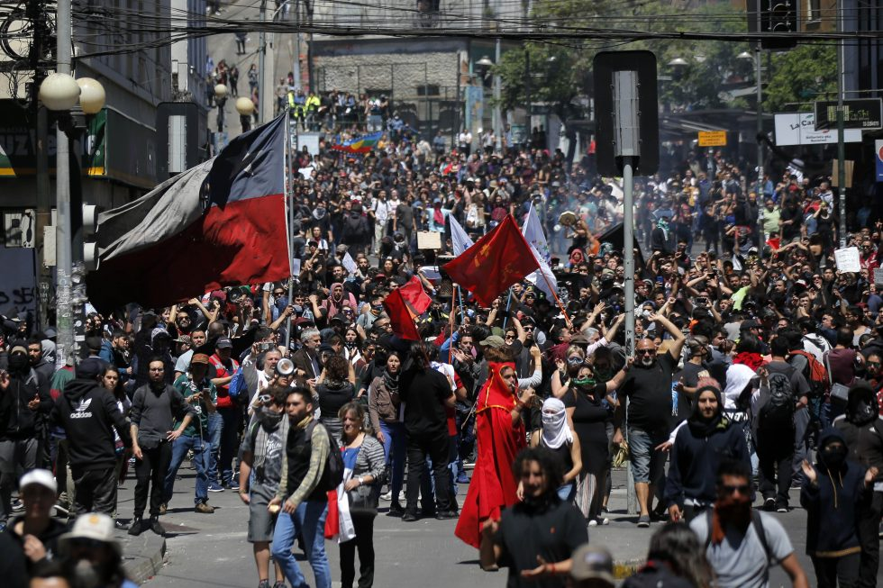 Pelo menos 11 pessoas morrem durante protestos no Chile