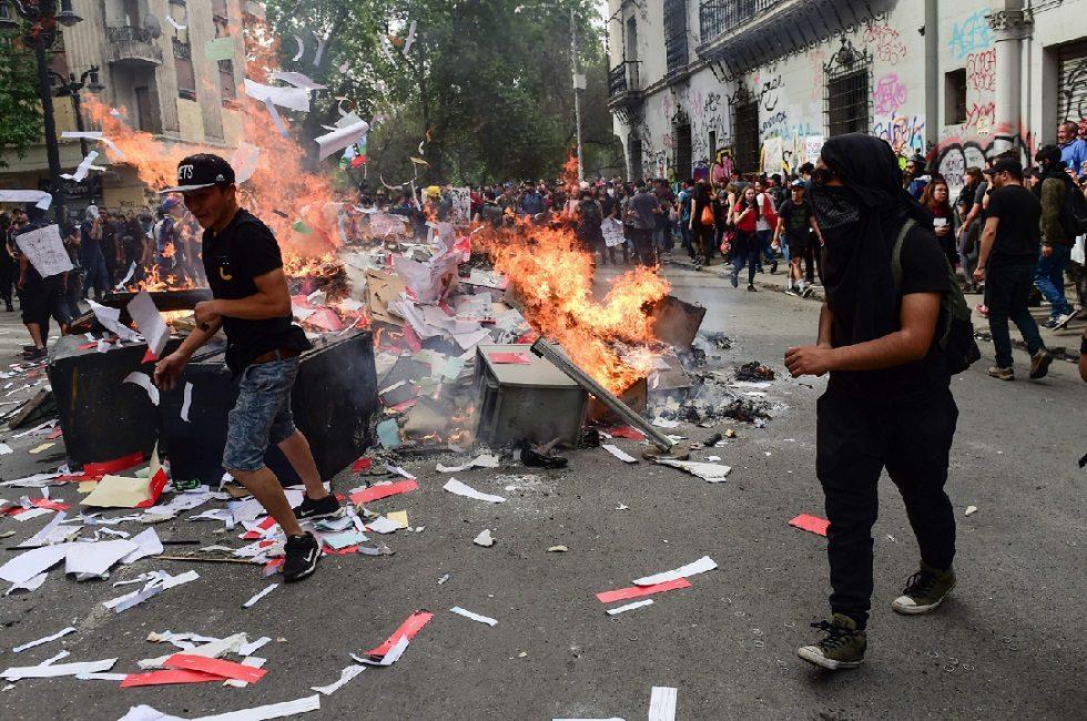 Greve de caminhoneiros agrava situação no Chile e protestos prosseguem