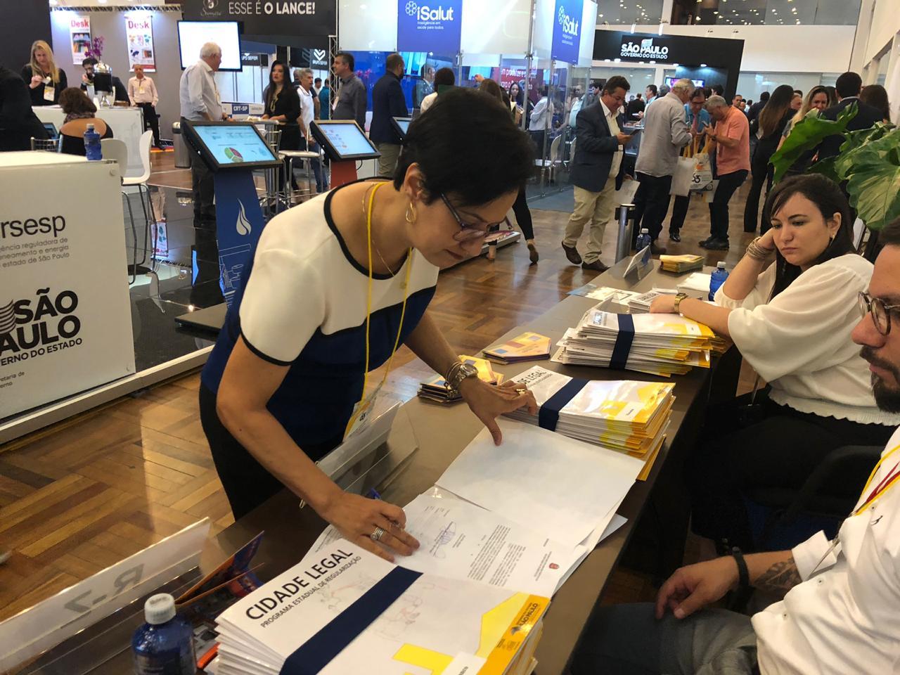 Sorocaba assina convênios de programas habitacionais no Congresso de Municípios