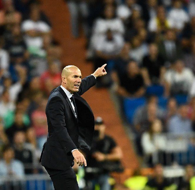 Zidane rebate críticas e diz que fica no Real Madrid