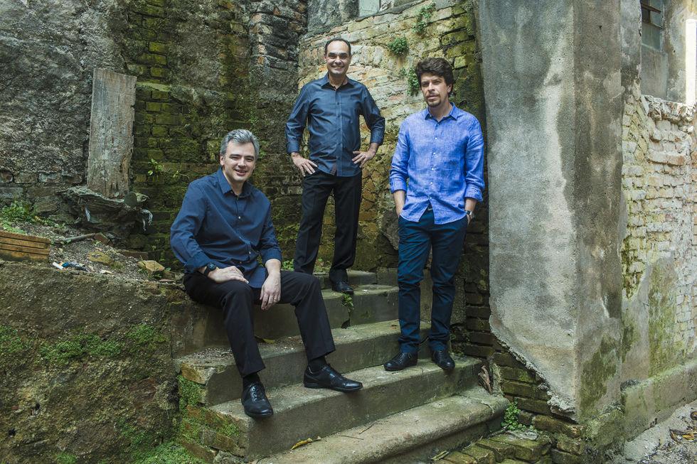 Trio Corrente toca amanhã no Municipal