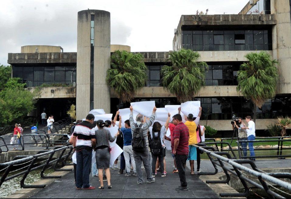 Pacientes atendidos em dois Caps de Sorocaba protestam em frente ao Paço