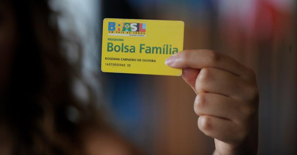 Revogada transferência do Bolsa Família à Secom