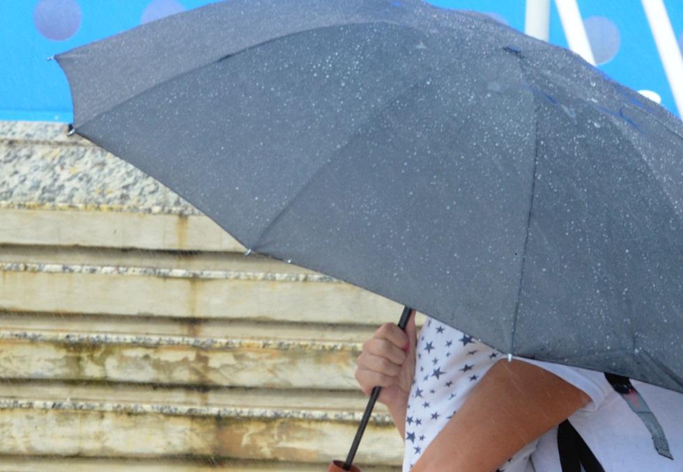 Verão começa amanhã com previsão de chuvas