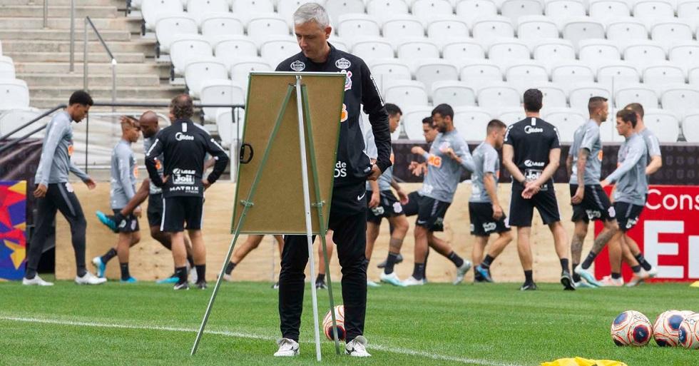 Organizadas do Corinthians cobram diretoria, jogadores e Tiago Nunes