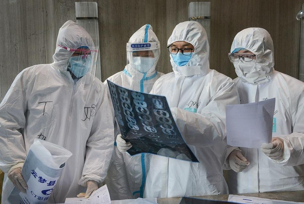 Wuhan revisa e aumenta em 50% total de óbitos por Covid-19