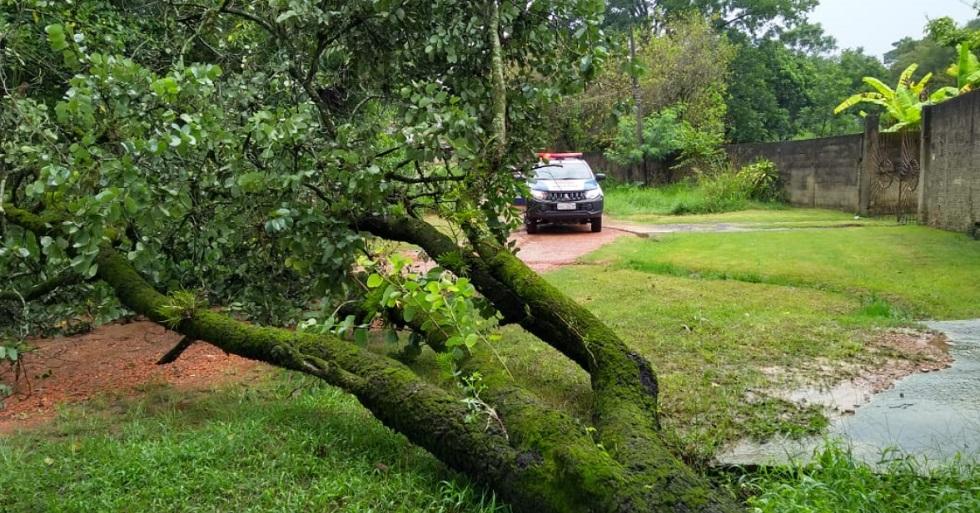 Transporte escolar é suspenso na zona rural de Tietê devido à chuva
