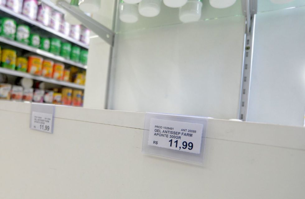 Álcool em gel não para nas prateleiras