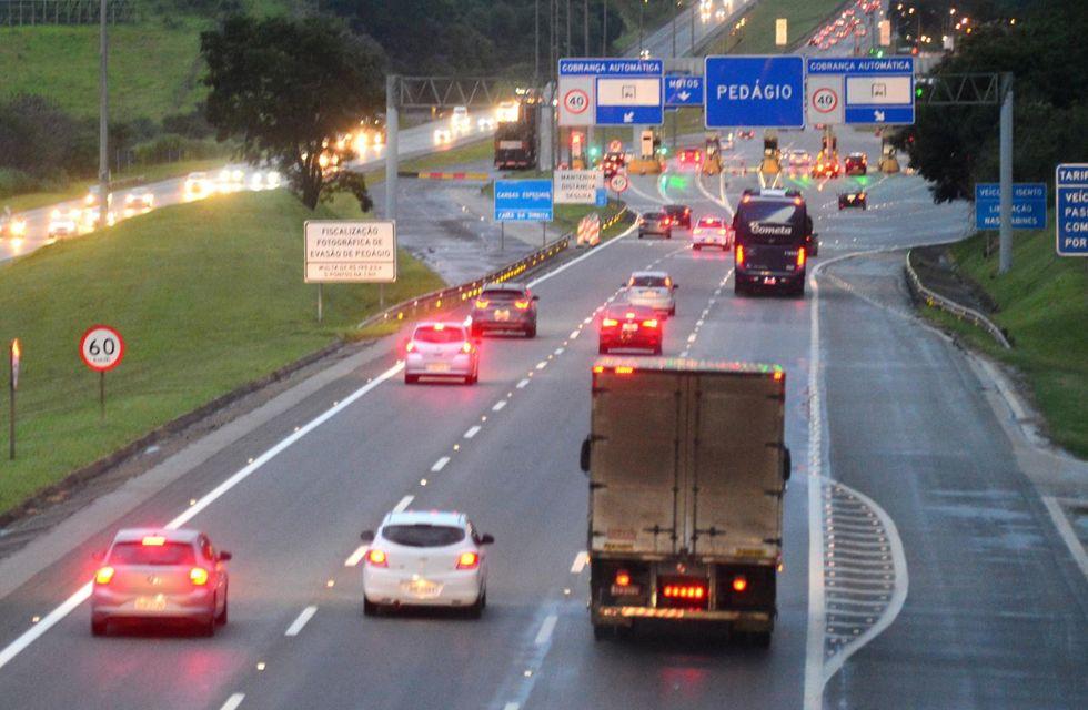 Caminhões são liberados em rodovias nos finais de semana