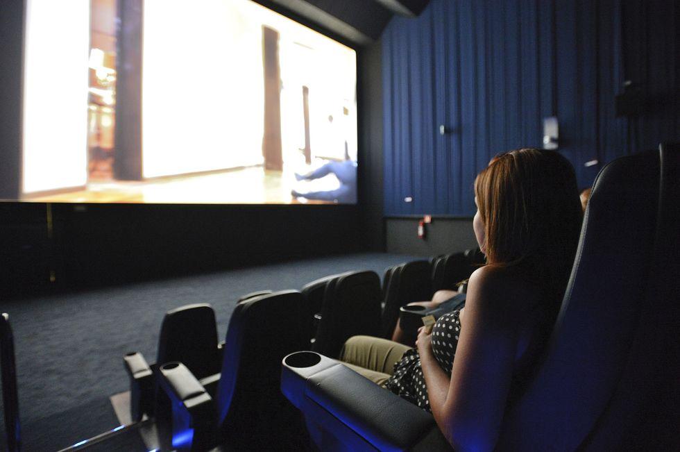 Complexos de cinema cancelam exibições e fecham algumas salas
